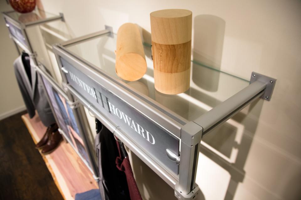 square-profile-extrusion-retail-clothing-display-corner